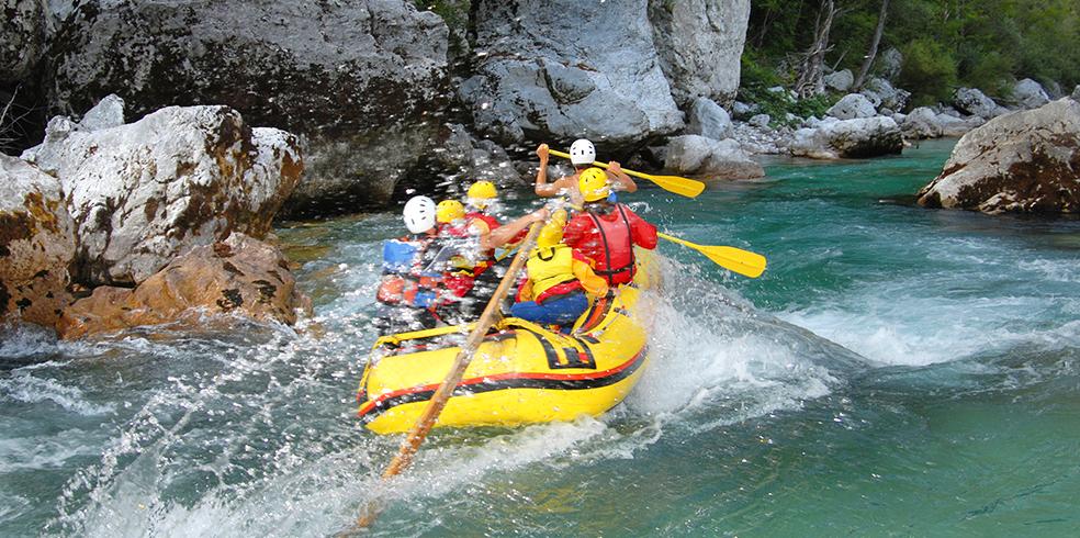 Atracciones del resort - Viajes por río en Cache Canyon en el resort de Brooks, California