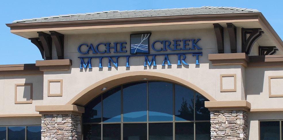 Cửa hàng Quà Bán lẻ Siêu thị Mini tại Cache Creek Casino Resort, Brooks